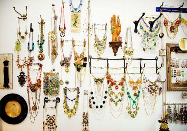 Le porte bijoux mural une d co pratique et belle - Porte bijoux mural ikea ...