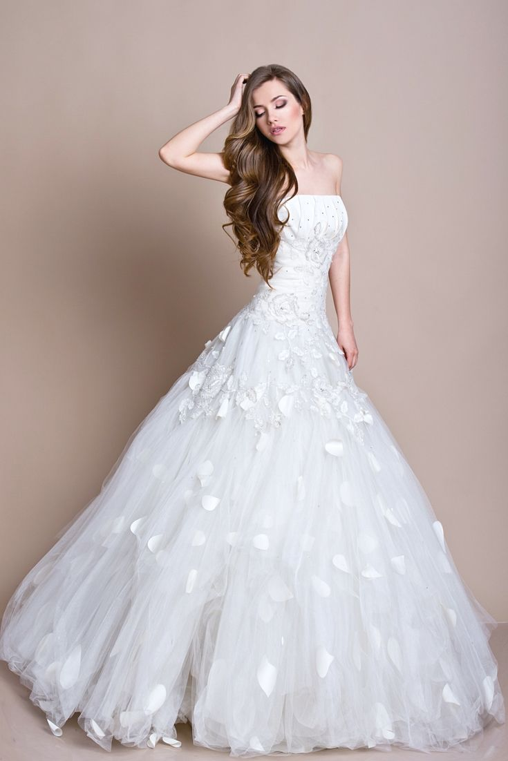 Wedding gown designs to watch for your special day surprising
