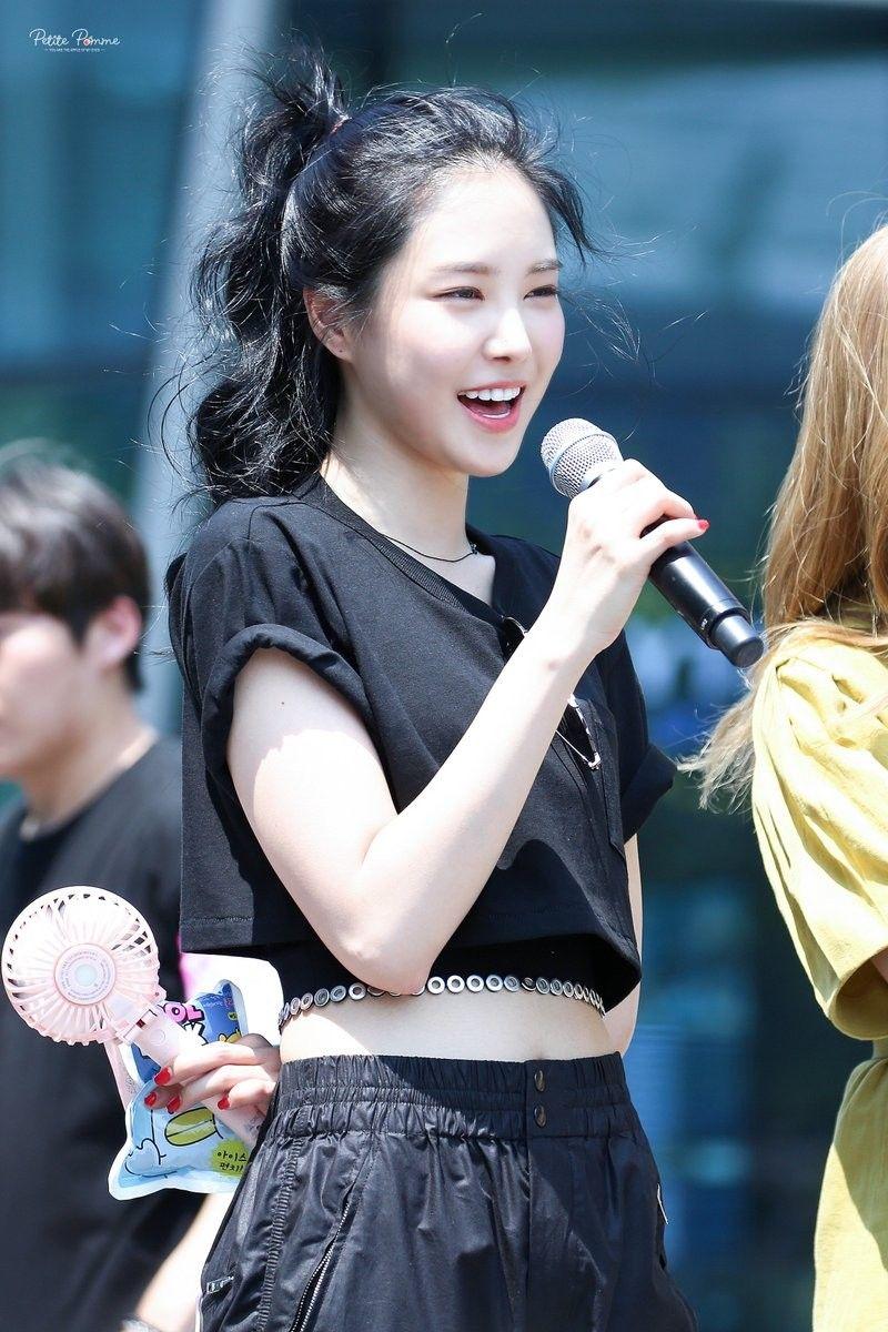 Son Na Eun Apink 181017 | Beautiful girl photo, Kpop girls, Apink naeun