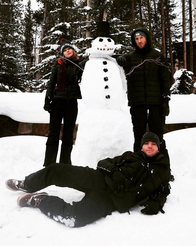 Taylor Swift & Calvin Harris Build a Snowman Before Christmas, Continue to Set Relationship Goals  Taylor Swift, Calvin Harris, Austin Swift