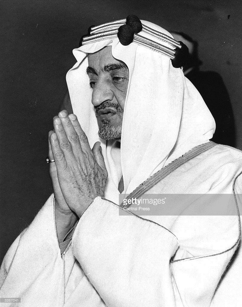 King Faisal Of Saudi Arabia Prays At The London Central Mosque King Faisal Saudi Men King Salman Saudi Arabia