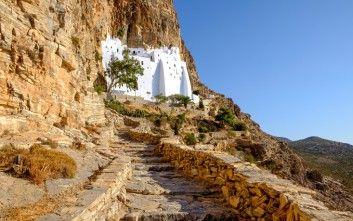 H Prostatida Ths Amorgoy Mia Leykh Pinelia Me Fonto To Aperanto Galazio Newsbeast Greece Cruise Amorgos Greece