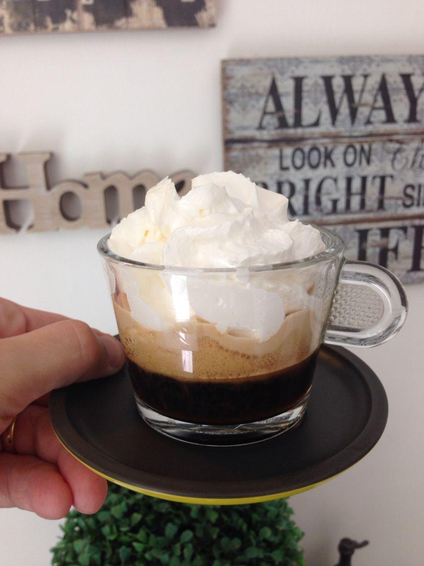 Espresso, coffe's liqueur and chantily. imagens)