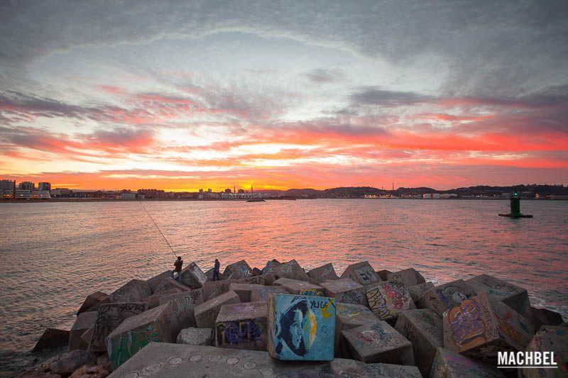 Atardece sobre el puerto Recorrido fotográfico por Gijón capital de la costa verde. Asturias España Un día en mi ciudad, Gijón