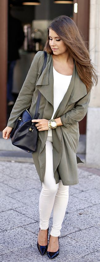 Military Style: Marianna Mäkelä is wearing a long sleeved khaki green Gina Tricot coat