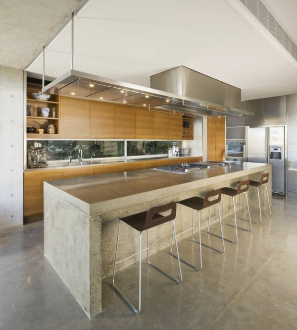 küche mit kochinsel robuste kücheninsel in trendiger farbe und ...