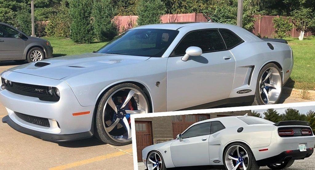 Go Super Wide With Sema Dodge Challenger Srt Hellcat Boasting Massive 24 Rims And 405 Tire Dodge Challenger Srt Hellcat Challenger Srt Dodge Challenger Srt