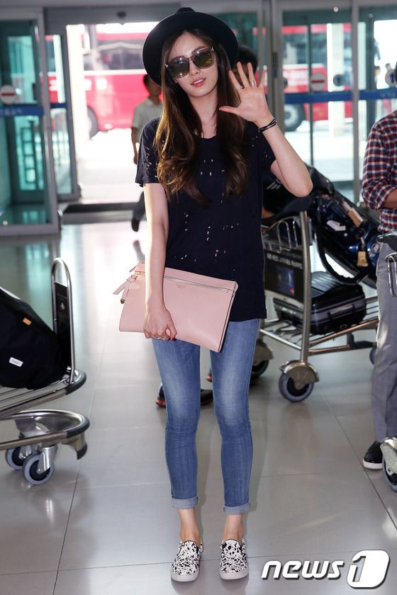 Nana (나나) wore the Steve Madden 'Ecentric' Pony Hair Flats at Incheon  International Airport on July