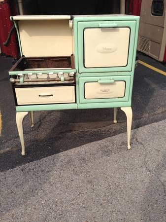 antique cribben sexton home gas stove no 1412 4mr1x from the 1920s or 1930s it 39 s cream and. Black Bedroom Furniture Sets. Home Design Ideas