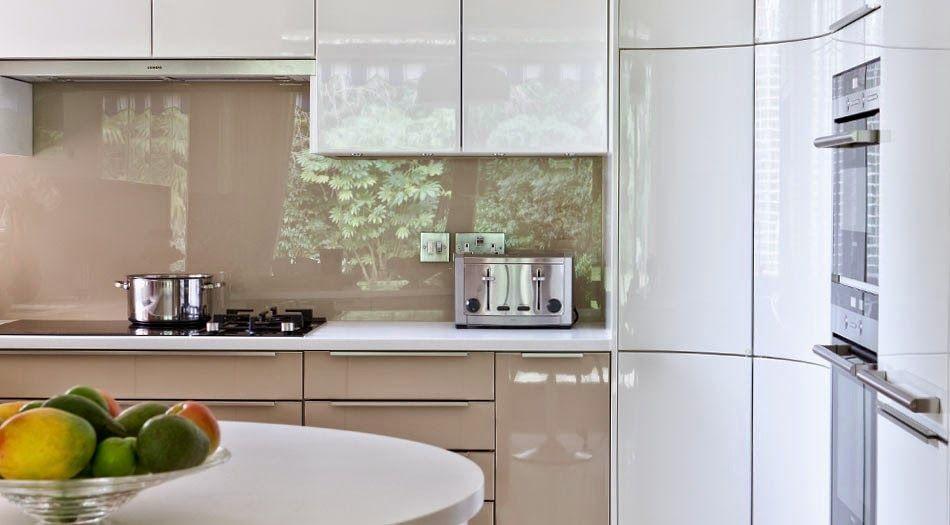 Cocina con pared frontal en vidrio for Frontal cocina ideas