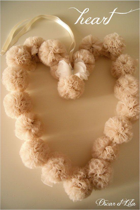 tulle pom pom wreath - wedding theme inspiration #weddingbelles