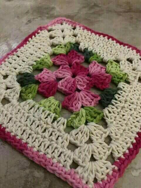Pin By Myriam Cabrera Gongora On Flores Granny Square Crochet Pattern Crochet Square Patterns Crochet Crafts