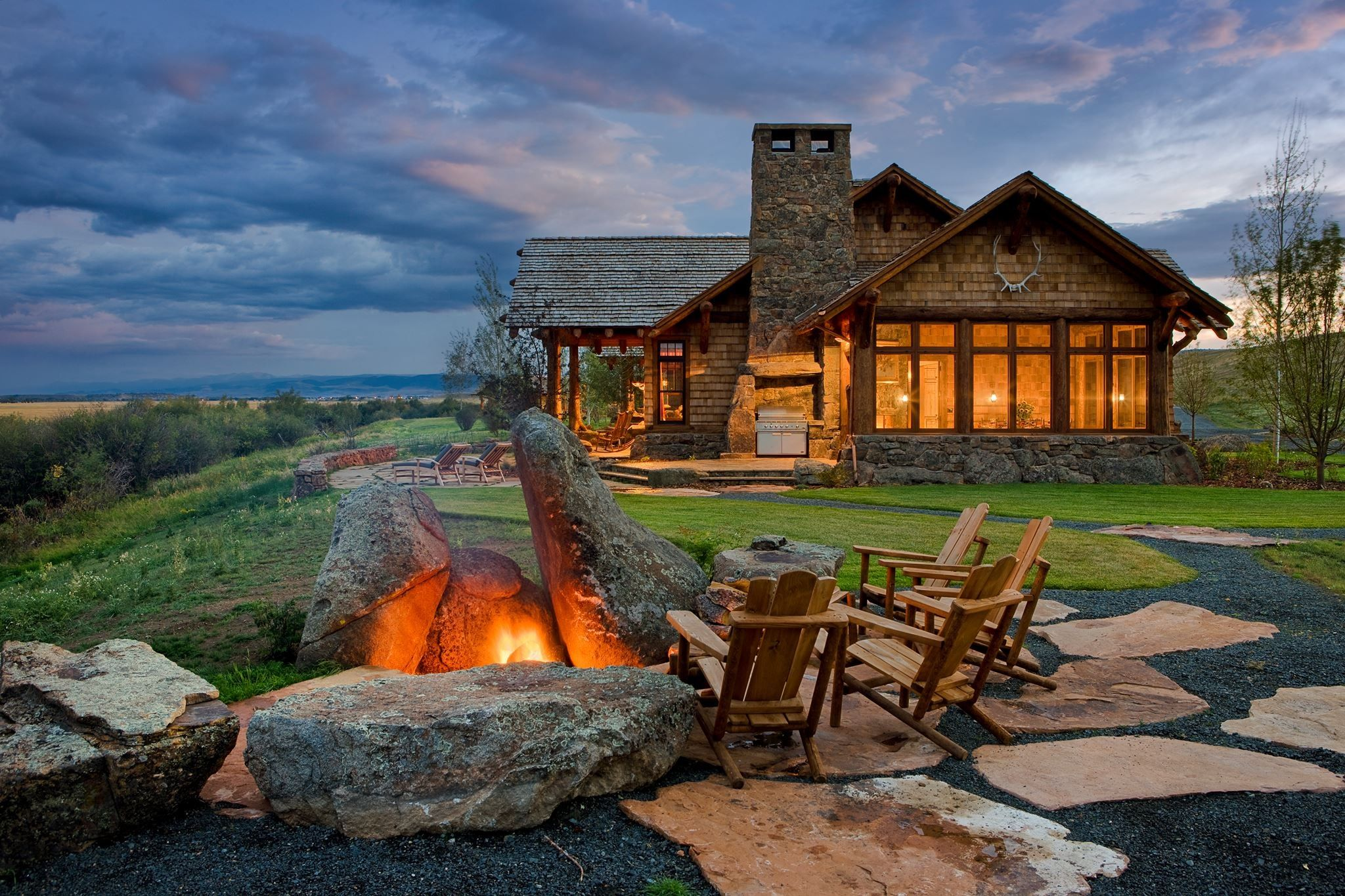 Love this fire pit cabin loving it pinterest for Montana home builders