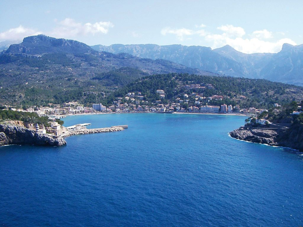 Surroundings and gardens of the Hotel Es Port, Port Soller