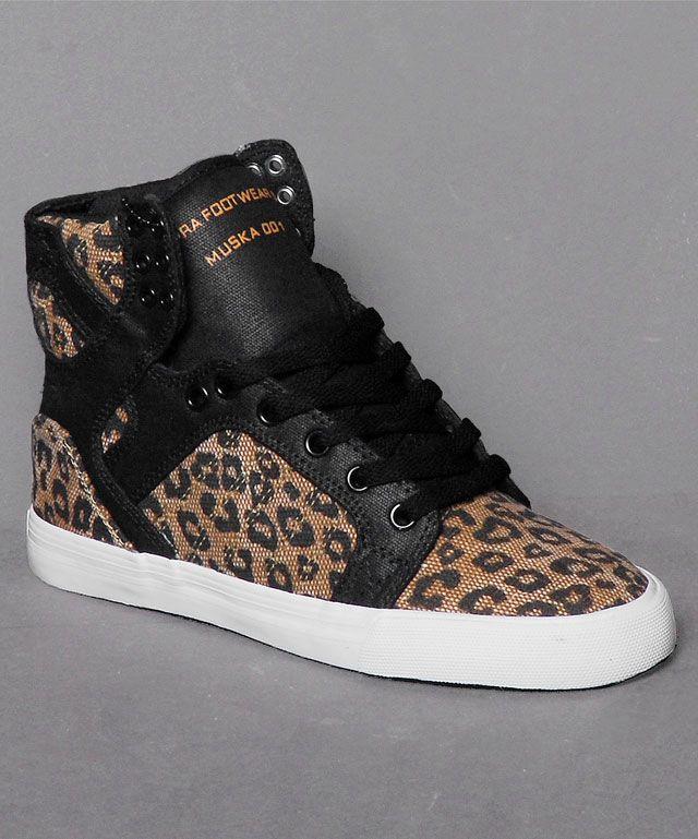 """Der SUPRA Wmns Skytop """"Leopard"""" ist etwas für die Raubkatzen unter den Ladies. Schwarzes Leder und ein Leoparden Print verleihen ihm einen wilden Look. Zusammen mit den bekannten SUPRA Qualitätsfeatures ist er ein echtes Must Have für alle, die etwas Ausgefallenes suchen. Hol ihn dir im Stuttgarter Numelo Store oder bestelle ihn online unter: http://www.numelo.com/supra-wmns-skytop-p-24447103.html"""