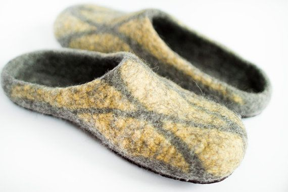 Men size US 9 felted wool slippers, grey home shoes, citrone
