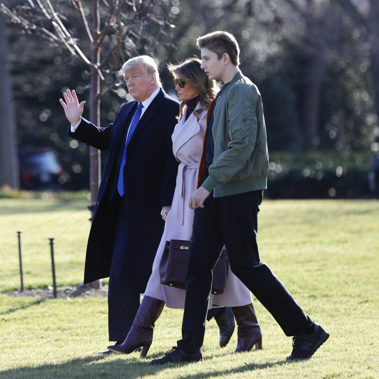 Fashion Notes Melania Trump Is Chic In Lilac Ralph Lauren Bordeaux Hermes In 2020 First Lady Melania Trump Melania Trump Donald And Melania Trump