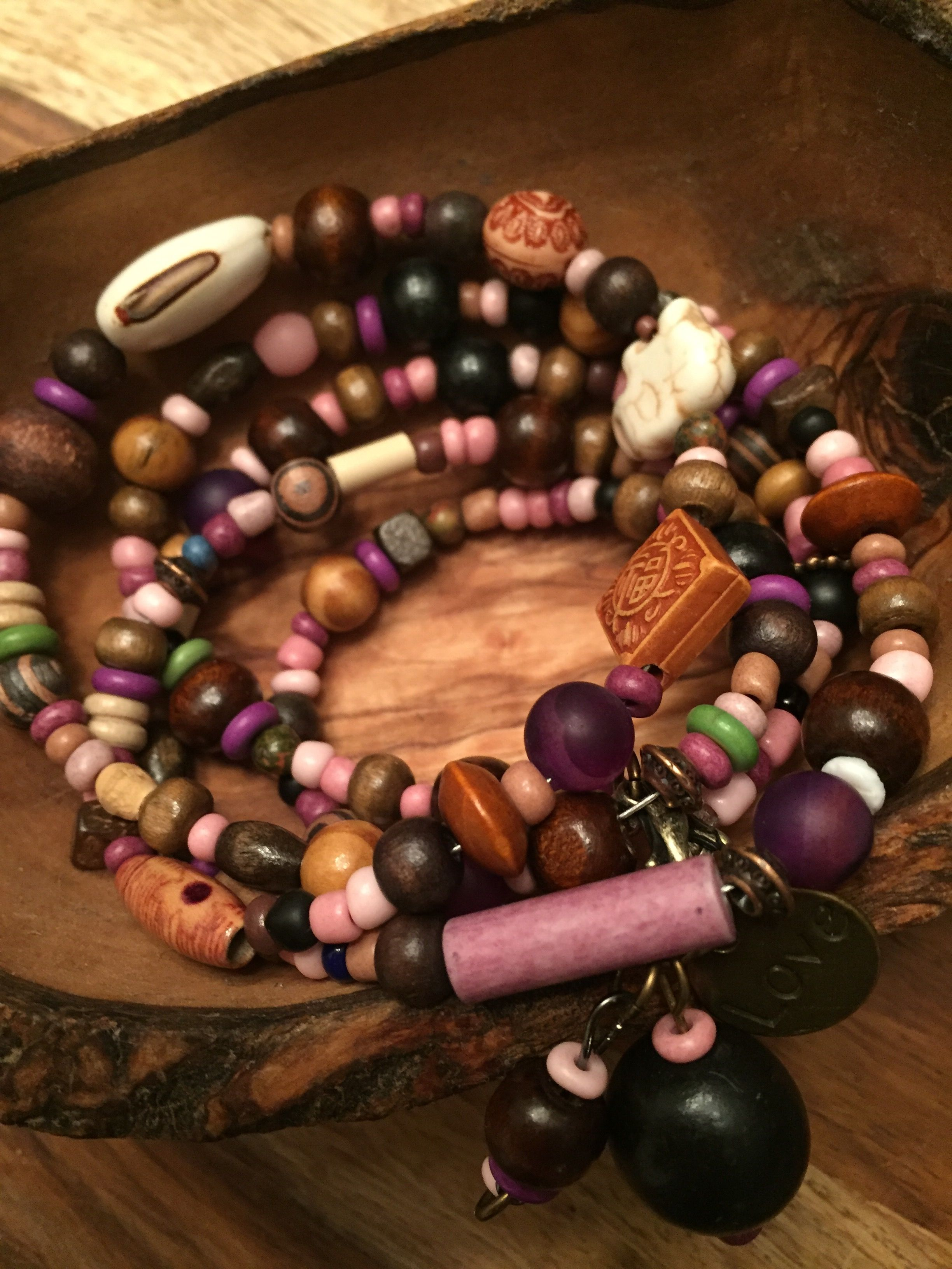 Facebook/ Bracelets Love