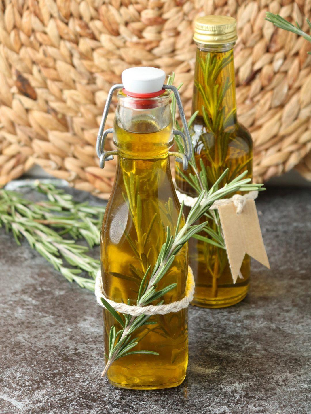 Rosmarin-Gewürzöl selber machen - das perfekte Mitbringsel #weihnachtsgeschenkeselbermachen