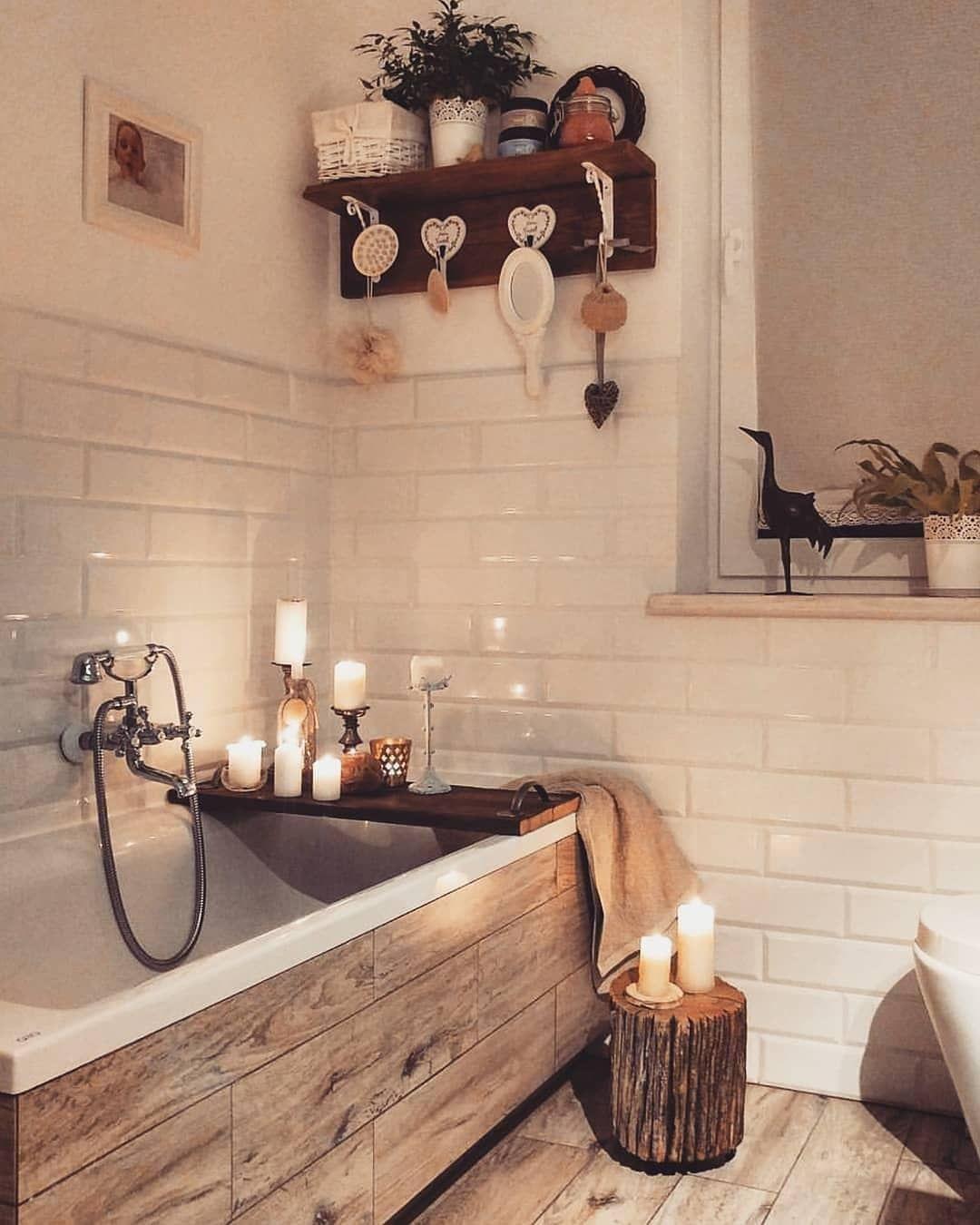 Relaxation salle de bain baignoire bois bougies Marque de robinetterie salle de bain