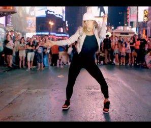Laure Courtellemont -Time Square