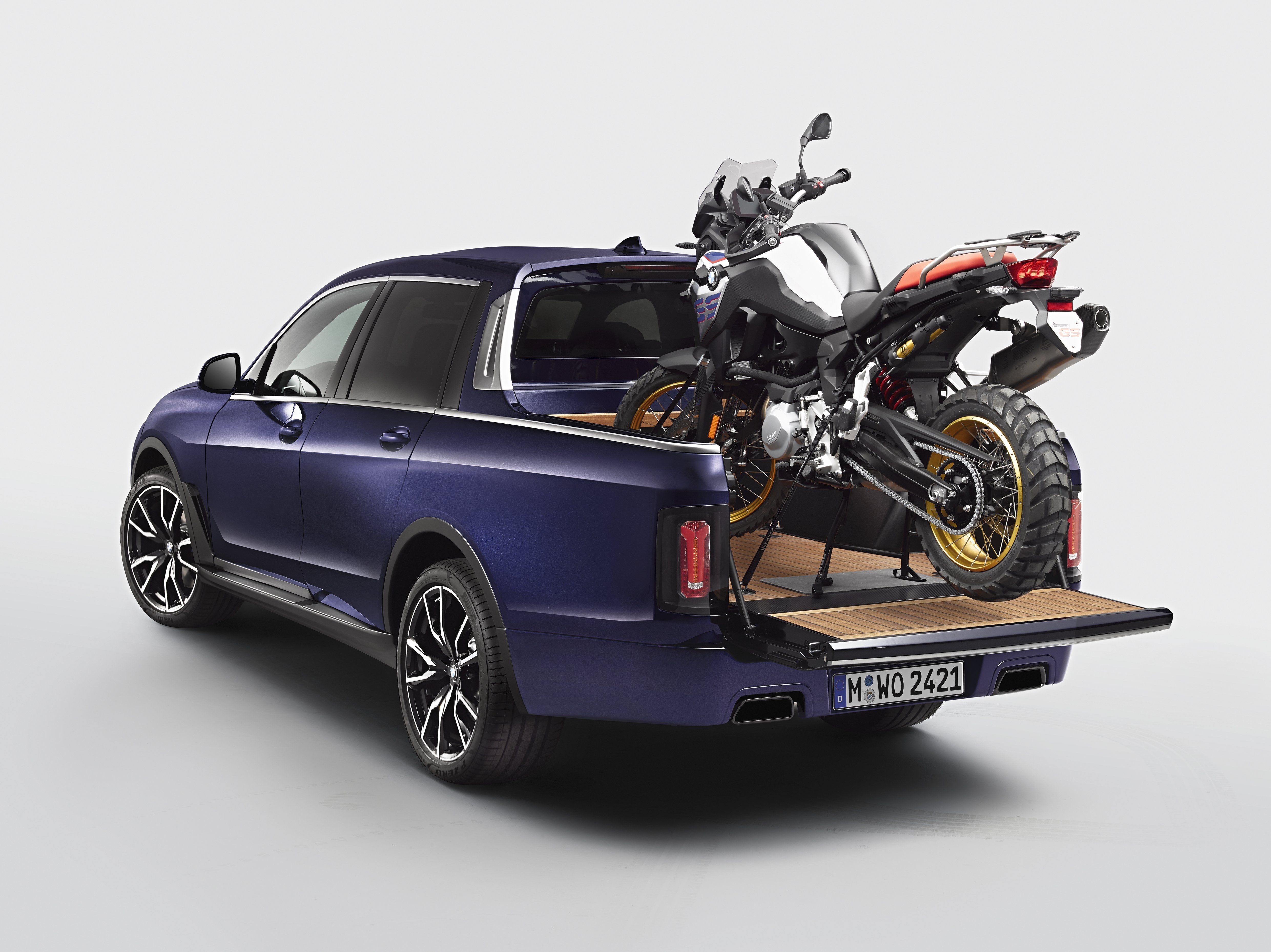 Bmw Is The Latest Automaker To Throw Its Hat In The Pickup Truck Ring Bmw X7 Pickup Trucks Pickup Truck Accessories
