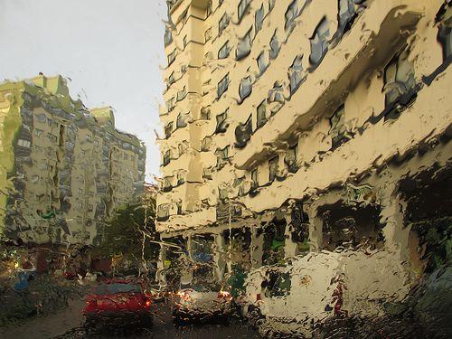 El barrio a través de la lluvia