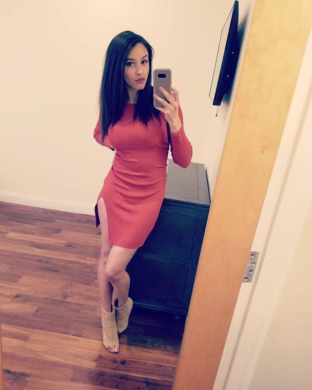 a7765cb59b3 Reposting  daisey wilks   orangeisthenewblack  heels  fashion  model   brunette  selfie  candid