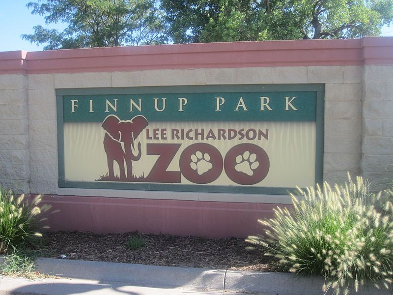 Lee Richardson Zoo Sign Garden City Ks With Images Garden
