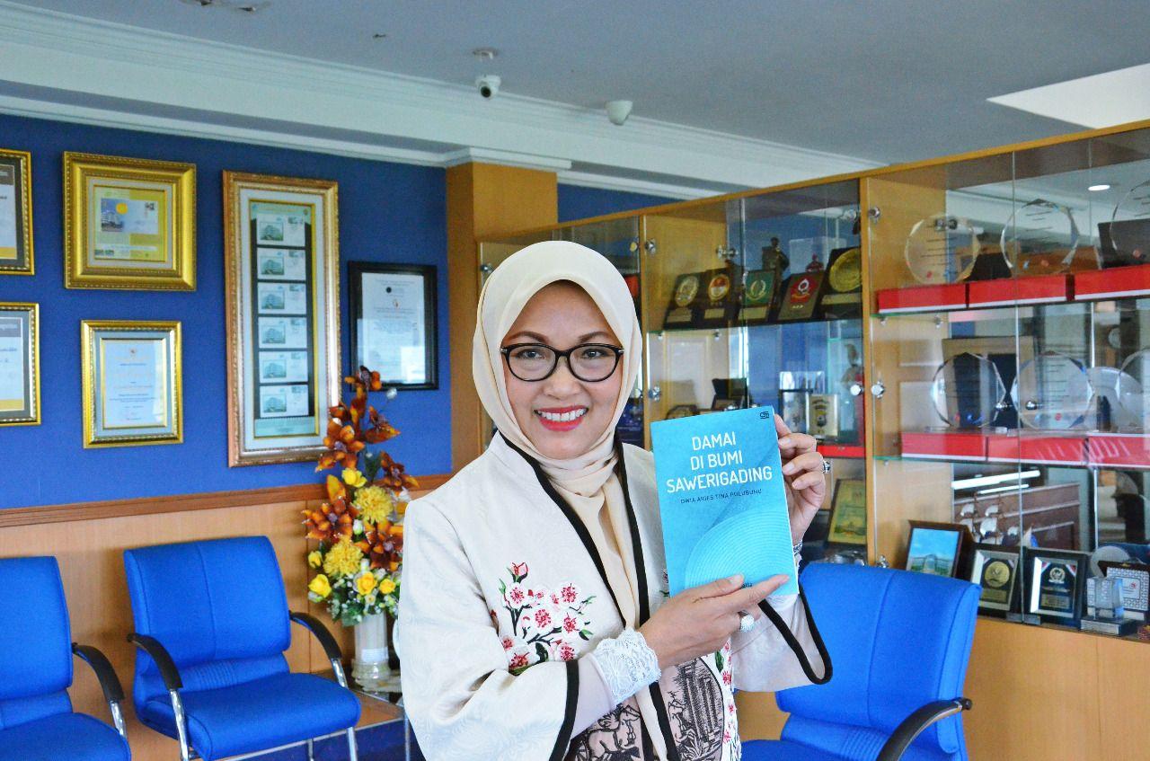 Prof. Dr. Dwia Aries Tina Pulubuhu, M.A