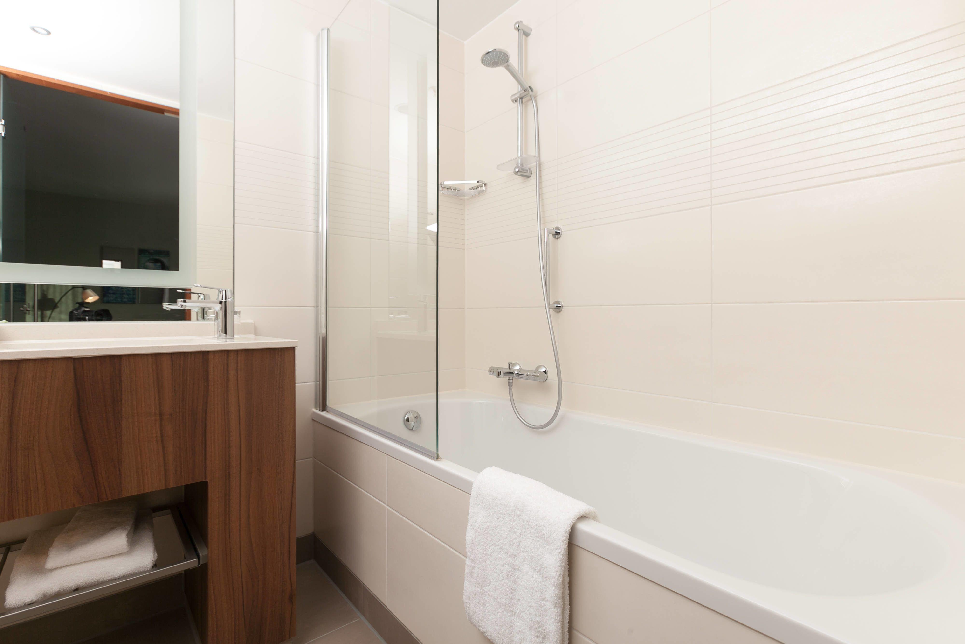 Courtyard Amsterdam Arena Atlas Premium Guest Room Bathroom #Beautiful, #Holiday,