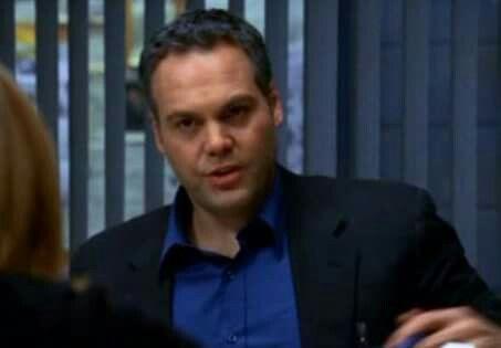Vincent as Robert Goren