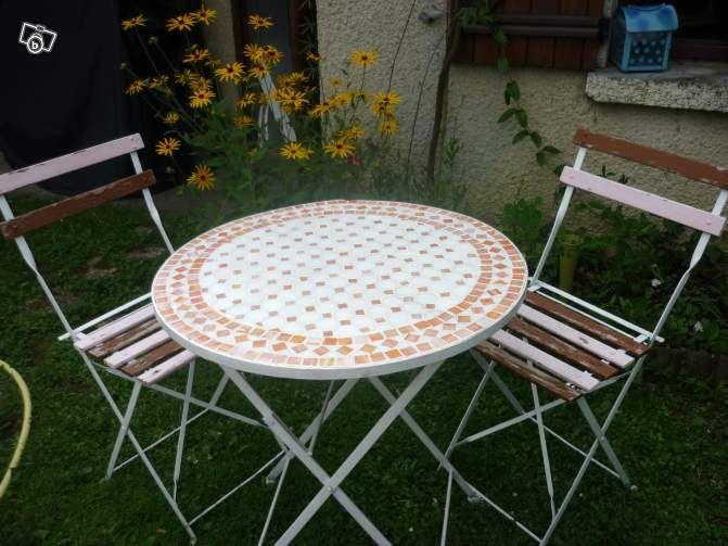 table ronde mosaique orange 2 chaises bois jardinage. Black Bedroom Furniture Sets. Home Design Ideas
