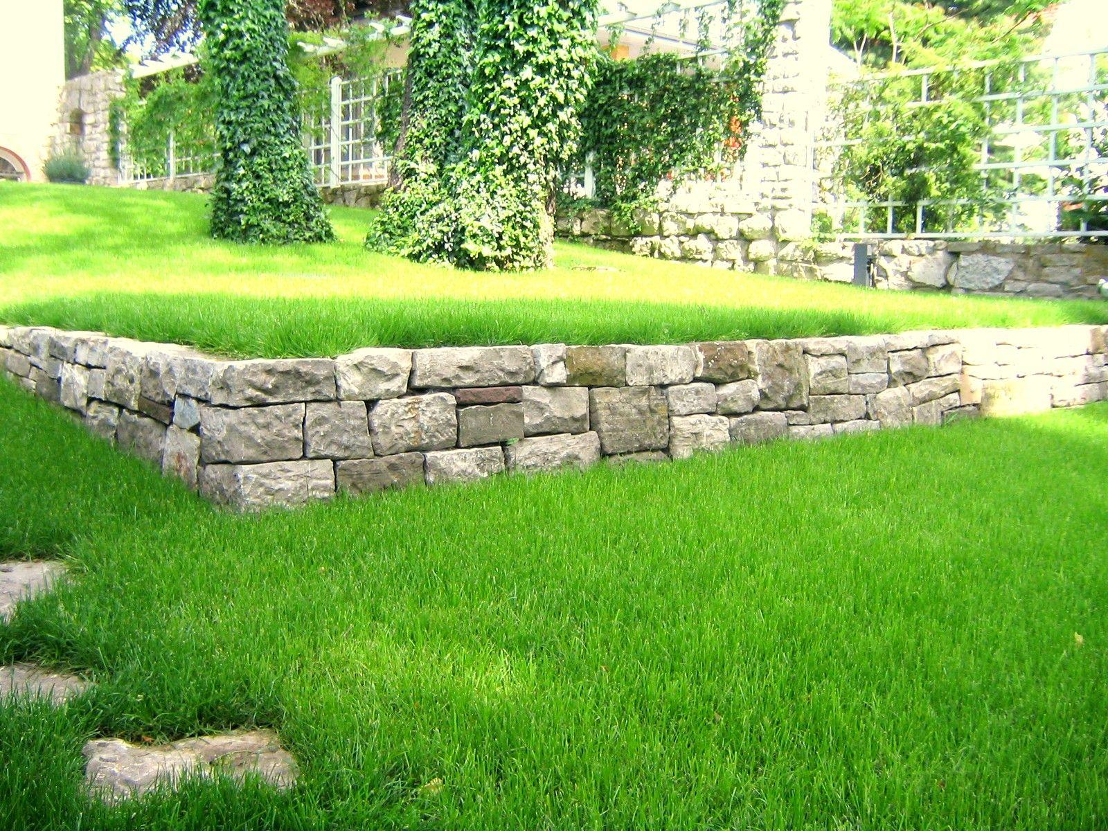 Gartenmauer vorsprung erh hung garten pinterest - Wall im garten anlegen ...