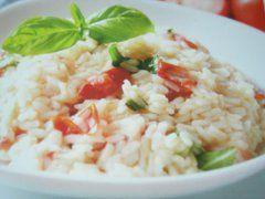 Ricetta facile e veloce: Risotto al pomodoro.Preparazione: 5' Cottura: 20' Esecuzione: facile In una casseruola fai rosolare il soffritto di sedano, �.