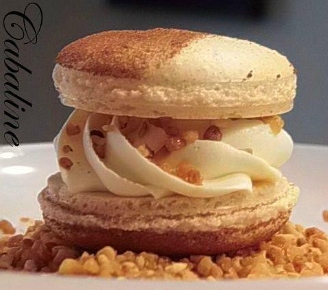 Macarons ganache montée chocolat blanc au safran et son pralin