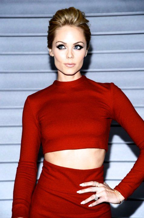 vandervoort single girls Read more about laura vandervoort bio, wiki, net worth, married, boyfriend, affair, dating, and husband laura has additionally shown up in various tv programs like soulfood, playmakers, bet style, entourage, the game, the millionaire matchmaker and substantially more.