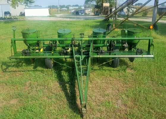 John Deere 1240 4 Row Planter Farm Tractors Planters The Row