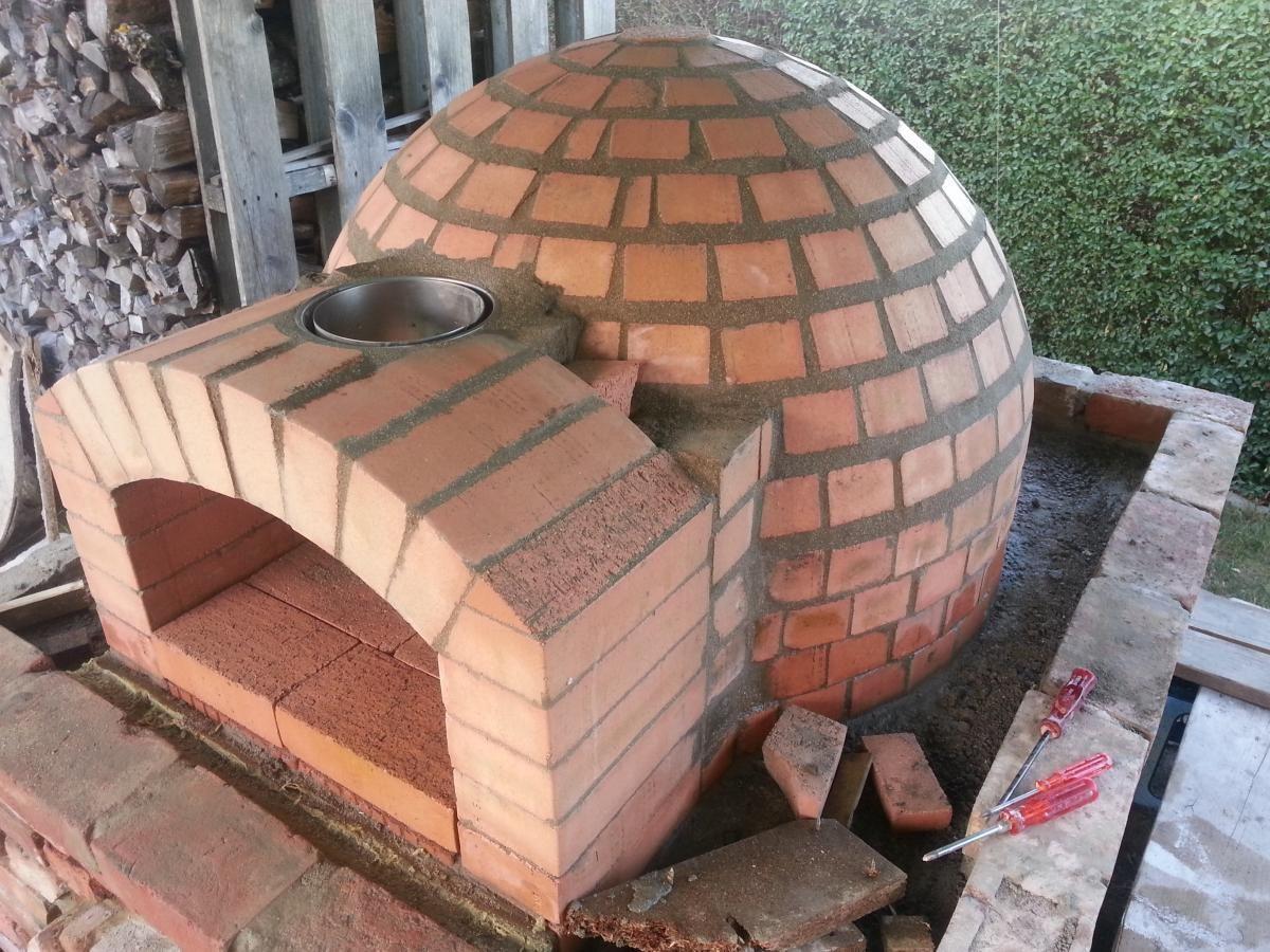 Ein Neuer Holzbackofen Entsteht Holzbackofen Pizzaofen Fur