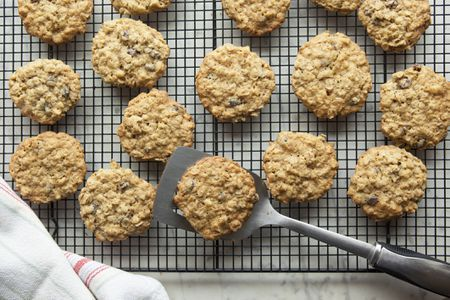 Sour Cream Oatmeal Cookies With Dates Recipe In 2020 Greek Recipes Recipes Cookie Delivery