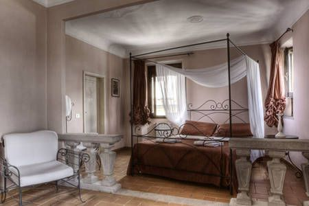 2 bed sleeps 5, elevator appt off Santa Croce Square.