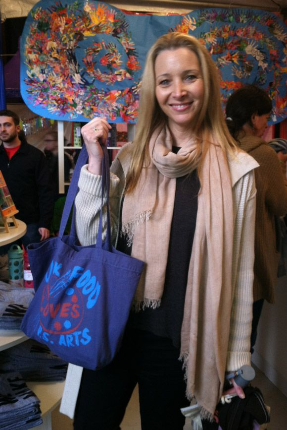 Lisa Kudrow supporting the cause with our Junk Food loves P.S. Arts tote