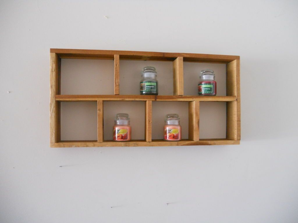 Shadow box / Shelves from a pallet. Great upcycling project.