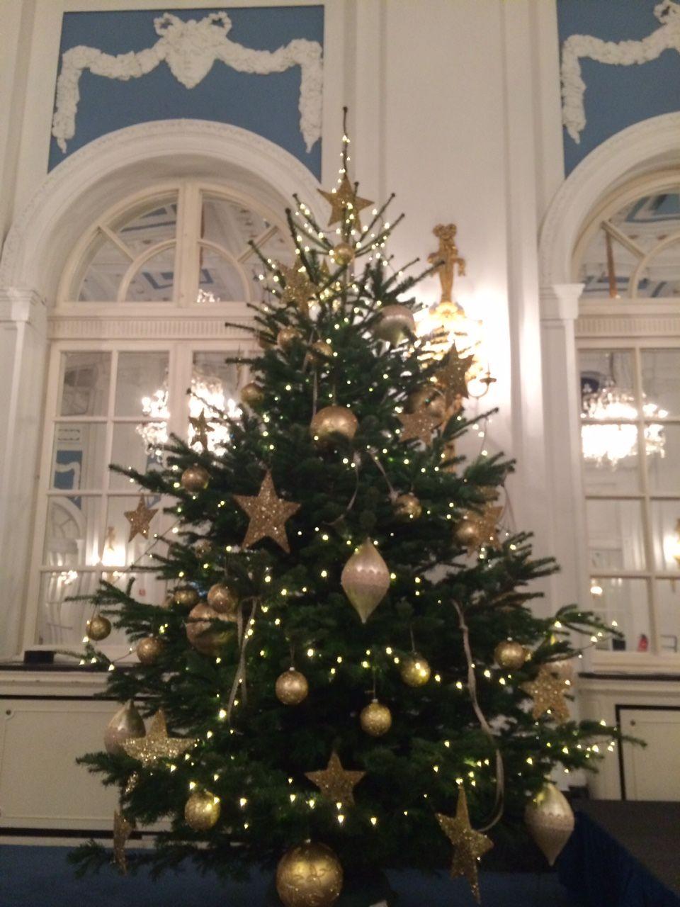 Hamburg Tannenbaum.Weihnachtsbaum Mit Silber Im Hotel In Hamburg Vom Team Der