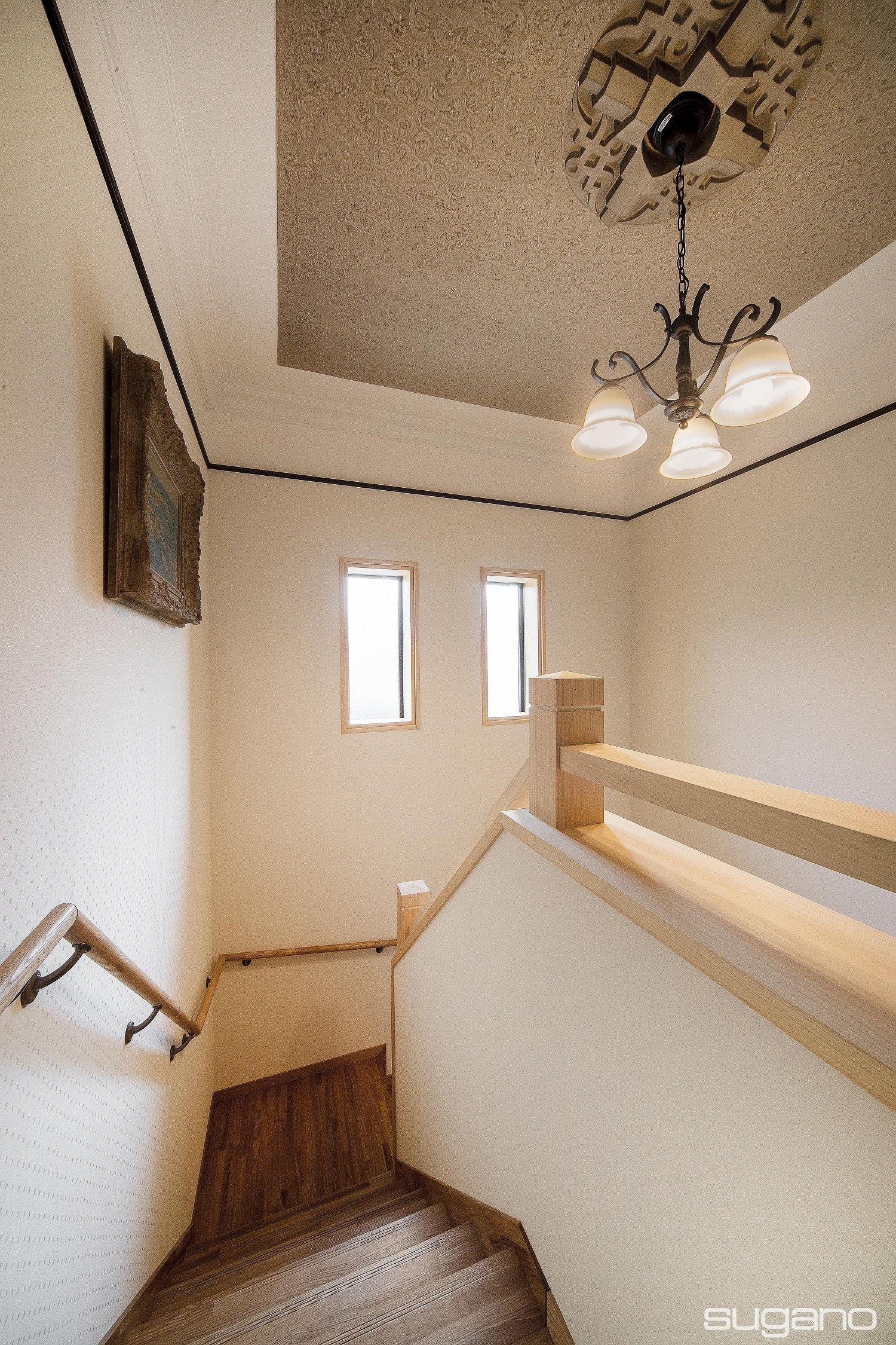 洋館のような階段室に 古民家 写真 インテリア ホームインテリアデザイン