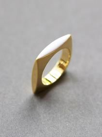 Cyclical Industry | WHITE SQUARE RING |