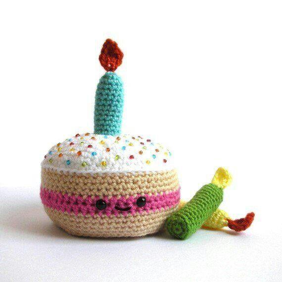 Feliz cumpleaños!! | Crochet | Crochê, Frutas de crochê y Brinquedos ...