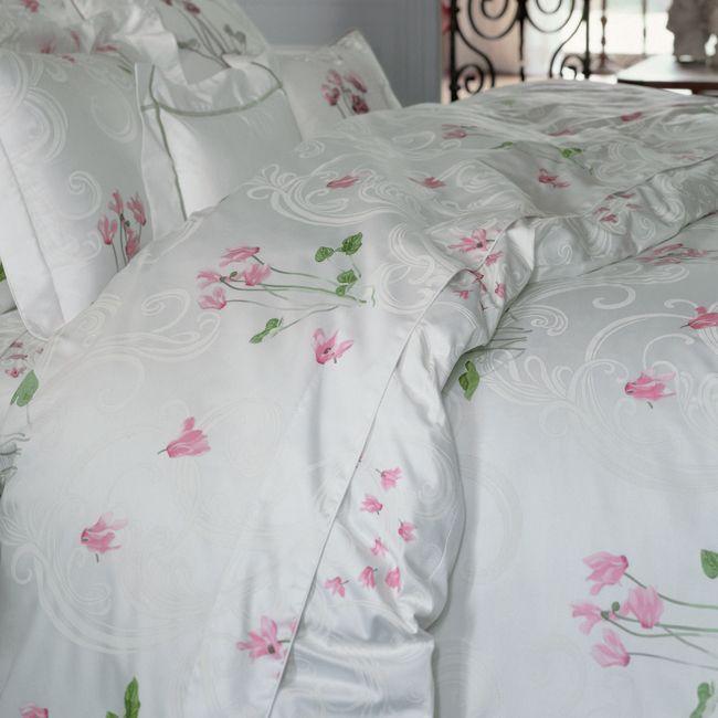 My Summer Bedroom Set Yves Delorme In Cyclamen Fine Bedding Beautiful Bedding Girly Bedroom