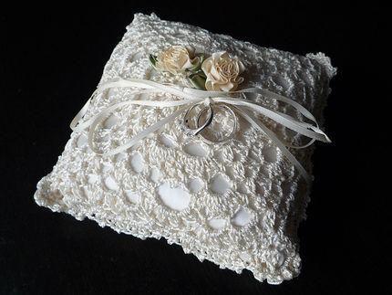 DIY Wedding Ring Bearer Pillow DIY Crochet Wedding Ring Pillow ...