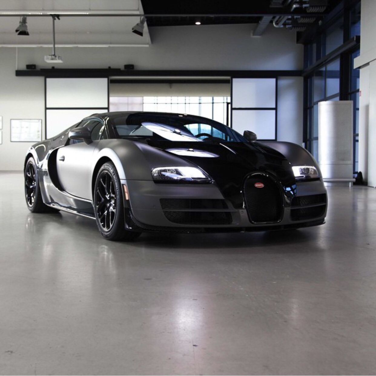 Bugatti Veyron Grand Sport Vitesse Painted In Black And